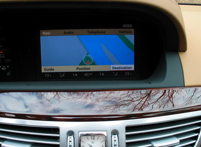 2007-mercedes-benz-s-550-navigation-screen1